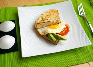 Toast with Egg, Avocado and Tomato