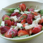 Sorrel salad with strawberries and mozzarella