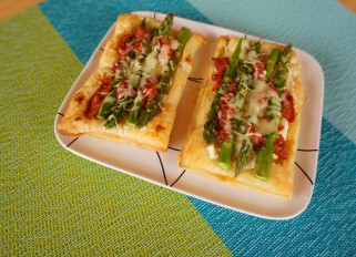 Asparagus-tomatoes Tart with Cheese