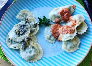 Italian dinner tonight, mushroom/herbs ravioli with truffle oil, Italian sausage/ herbs ravioli with sun dried tomatoes and Boursin sauce.