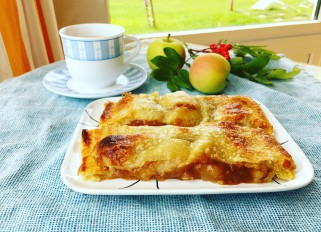 Puff pastry apple pie