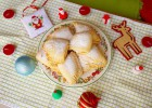 Winter cookies with merengue and walnuts